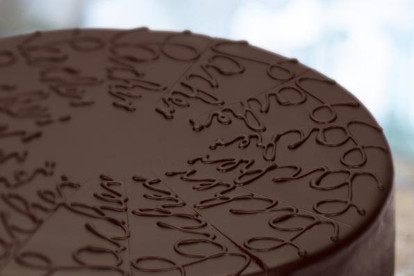 lübecker-nuss-torte