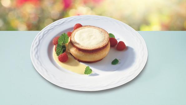 Baumkuchen-Champagner-Törtchen von Lys da Capo, auf einem Teller präsentiert